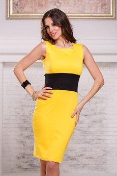 Желтое платье футляр без рукавов с черным поясом Angela Ricci