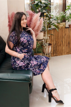Темно-синее платье Люсия с розовыми цветами ИвРосТекстиль